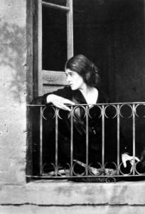 409px-tina_modotti_edward_weston_1923-Retrato-a-Tina-Modotti-de-Edward-Weston-en-1923.